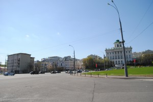 The megaroad you have to cross to reach the Kremlin